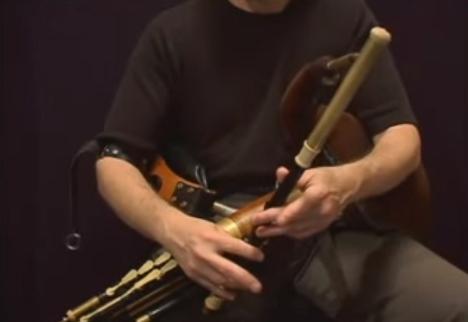 アイリッシュ・パイプ(Uilleann Pipes)の演奏法を学びたいのなら先ずオンライン教則ビデオで様子をみてはどうでしょう
