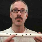 こんなに簡単に作ってる笛だけどなかなかに良い音してます。