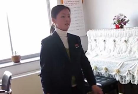 楽器動画: 北朝鮮の琴(カヤグム)演奏。可愛い人ですね。