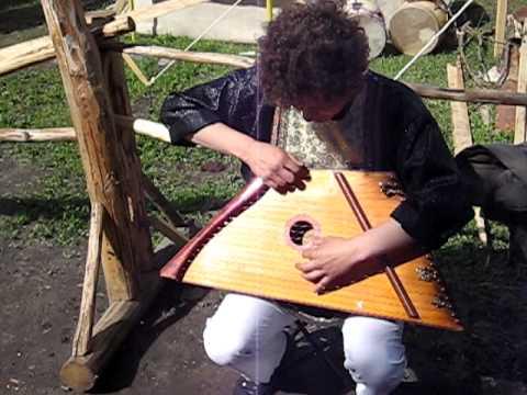 楽器動画: Gusli Russian Psaltery (ロシアのソルタリー系楽器)の演奏