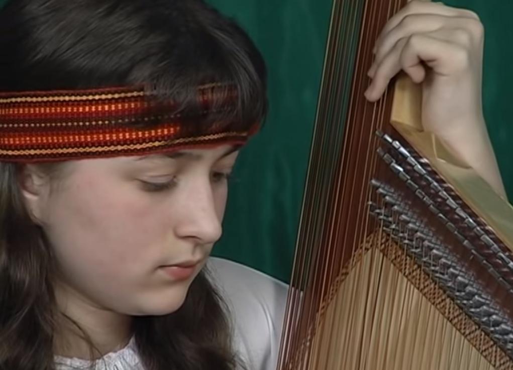 楽器動画: ウクライナのBandura (バンドゥーラ) 2