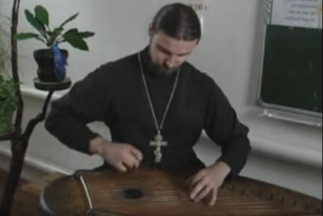 楽器動画: Gusli Russian Psaltery (ロシアのソルタリー系楽器)の演奏 2