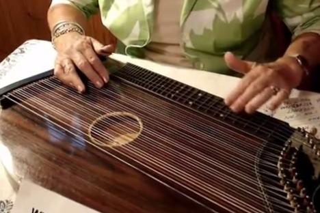 楽器動画: Zither属 の演奏