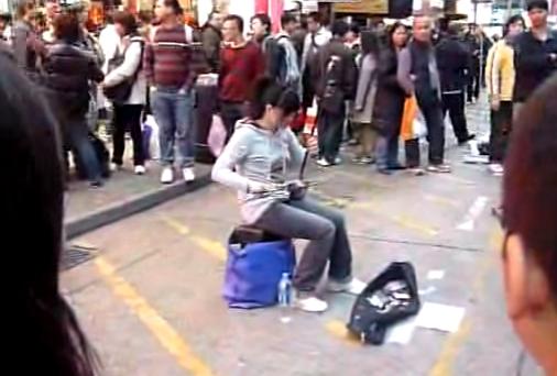 楽器動画: 街角の二胡弾きさん達