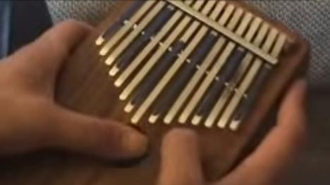 楽器動画:カリンバで伝統曲演奏動画