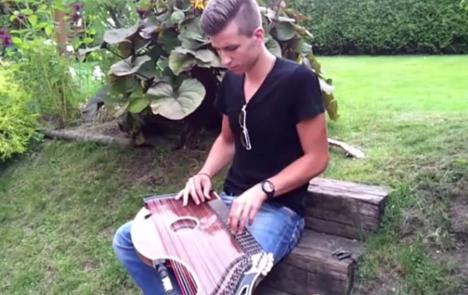 楽器動画:歌うヅィッター弾きさん