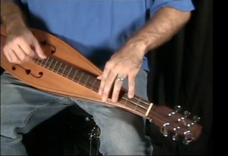 楽器動画:モダンで伝統的な響きを持つ chromatic dulcimer(クロマチック ダルシマー)