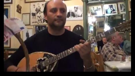 楽器動画:早弾きブズーキ弾きさん(*^。^*) ♪♪