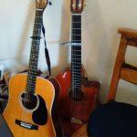 誰もが最初に手にする楽器だから人とは違ったことをしてみたいなぁ~なんて思いますね。弦楽器:アコースティック・ギター(Acoustic Guitar)