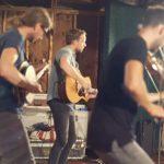 動画:The East Pointers、    Stomp Box に ベースを効かせたギターが生み出すビートに乗ったバンジョーとフィドルが最高♬\(^o^)/