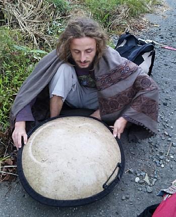 ハンドラム奏者-1