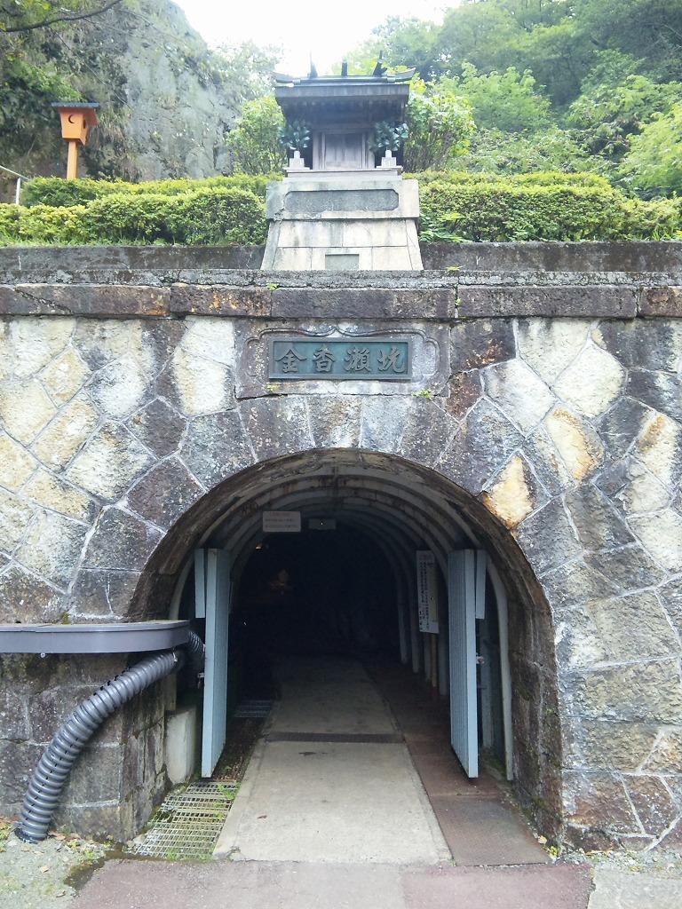 生野銀山坑道入り口