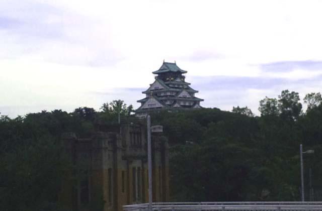 大阪城を少し離れて見る