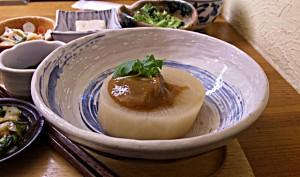 大根の煮物(ゆず味噌で美味しいです)
