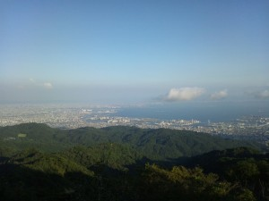 遠く大阪を望んでみます。