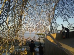 全体を被う蜂の巣形状カバー