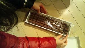 鈴姫ちゃんから差し入れ。でも何でこんなにでかいチョコ?
