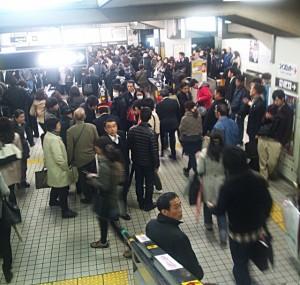 カオスな江坂駅
